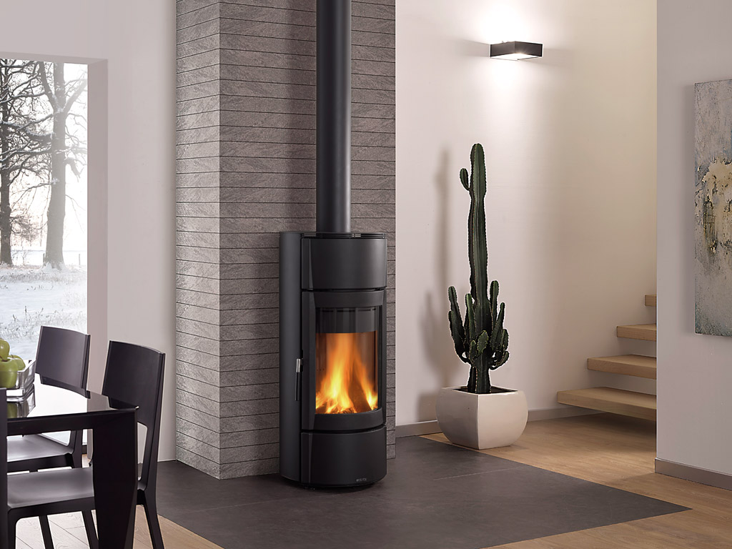Round Shaped Wood Burning Stove With Steel Covering