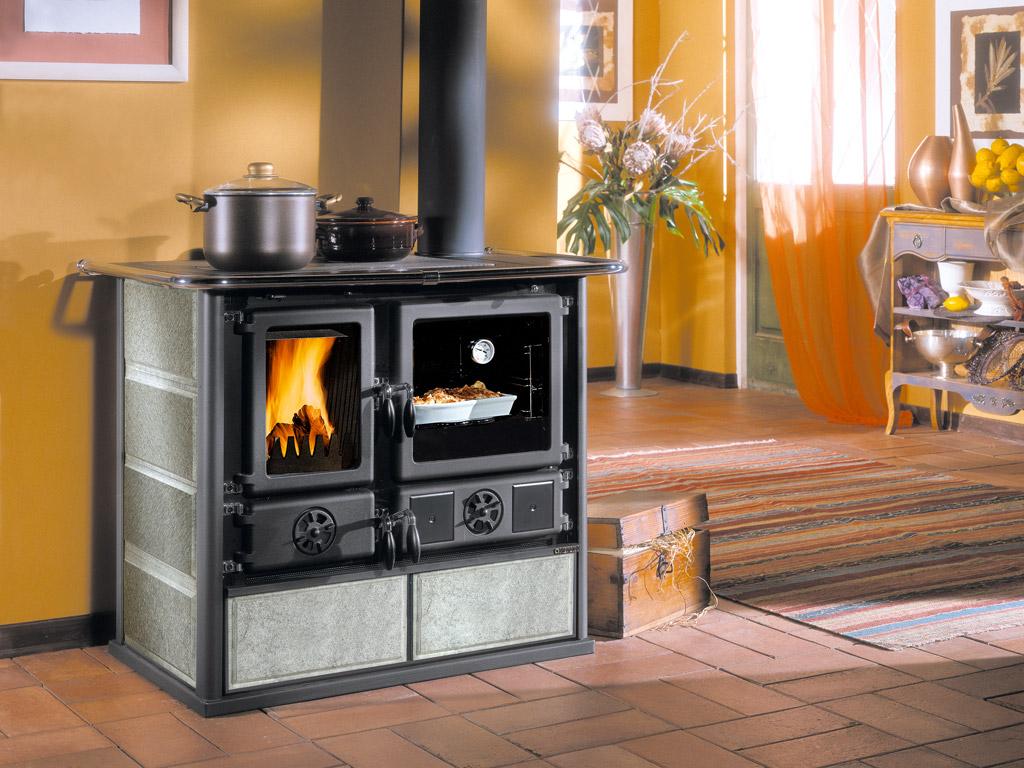 Cucine a legna rosa la nordica extraflame - Piastra per cucinare ...