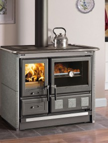Discover the taste of Italian cuisine with La Nordica-Extraflame wood burning cookers