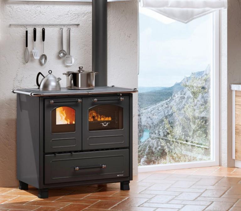 entdecken sie mit den holzherden la nordica extraflame den geschmack der italienischen k che. Black Bedroom Furniture Sets. Home Design Ideas